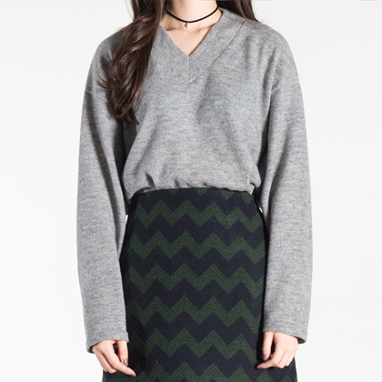 BAUHAUSDipped V-Neck Pullover