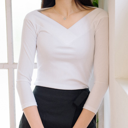 BAUHAUSV-Neck 3/4 Sleeve Top