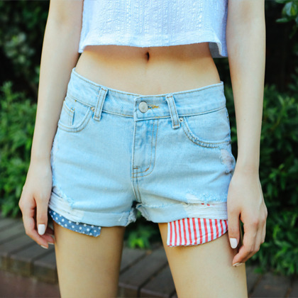 Extended Pockets Distressed Denim Shorts