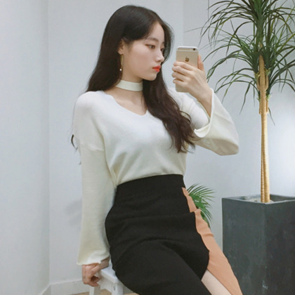 Plain V-Neck Knit Top