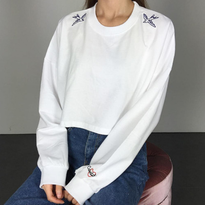PAST PASSIONEmbroidered Bird Detail Cropped Sweatshirt