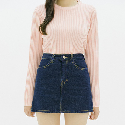 365 BASICSlim Round Neck Knit Top