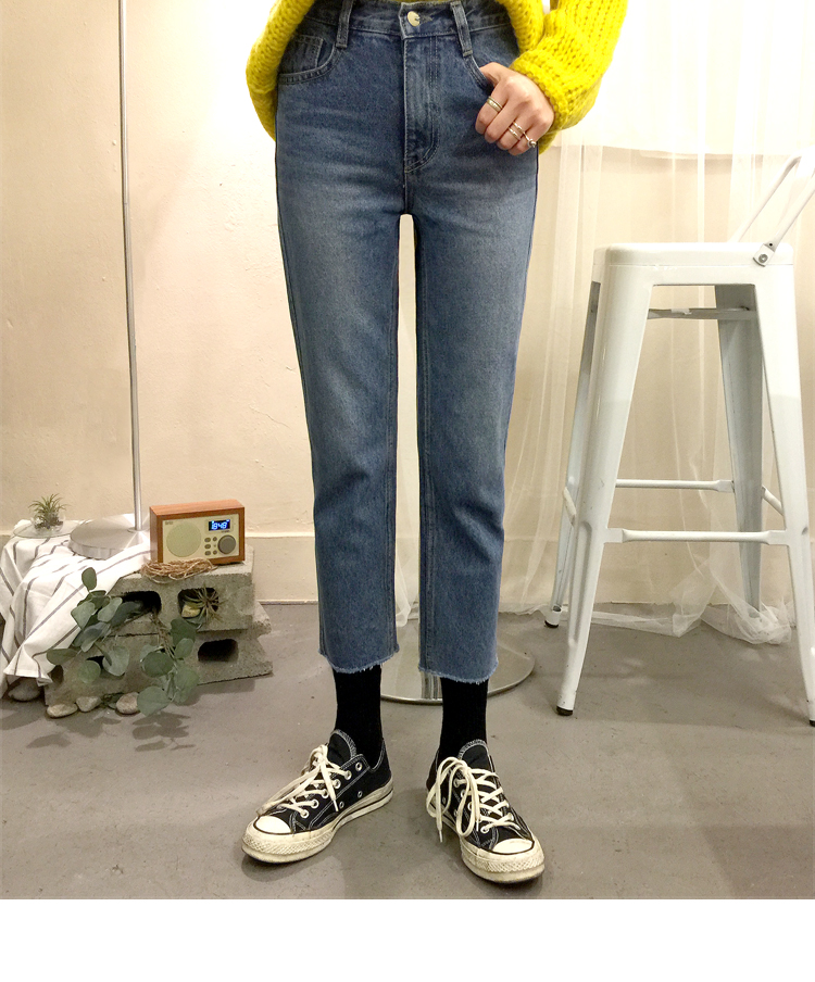 Cropped Faded Wash Jeans