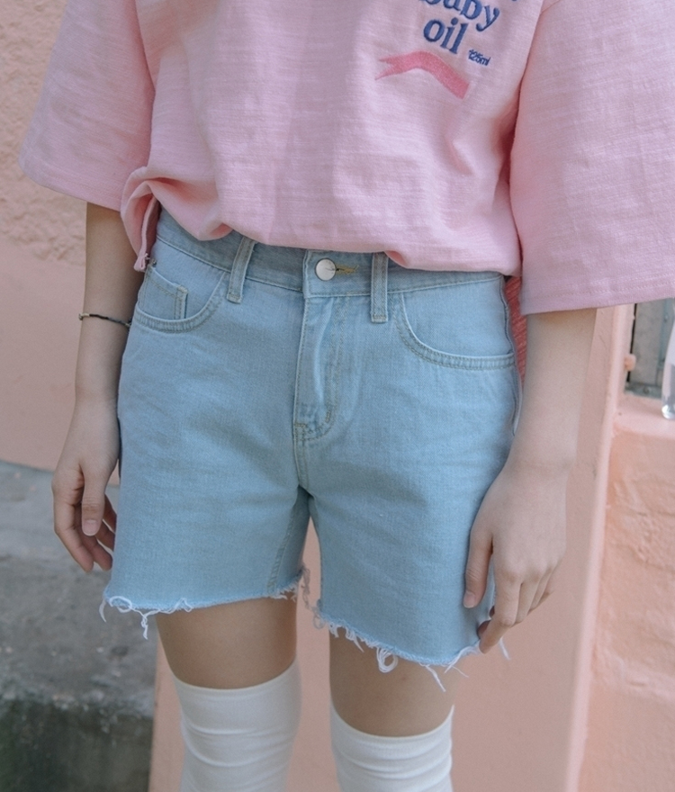 Frayed Hem Straight Leg Denim Shorts