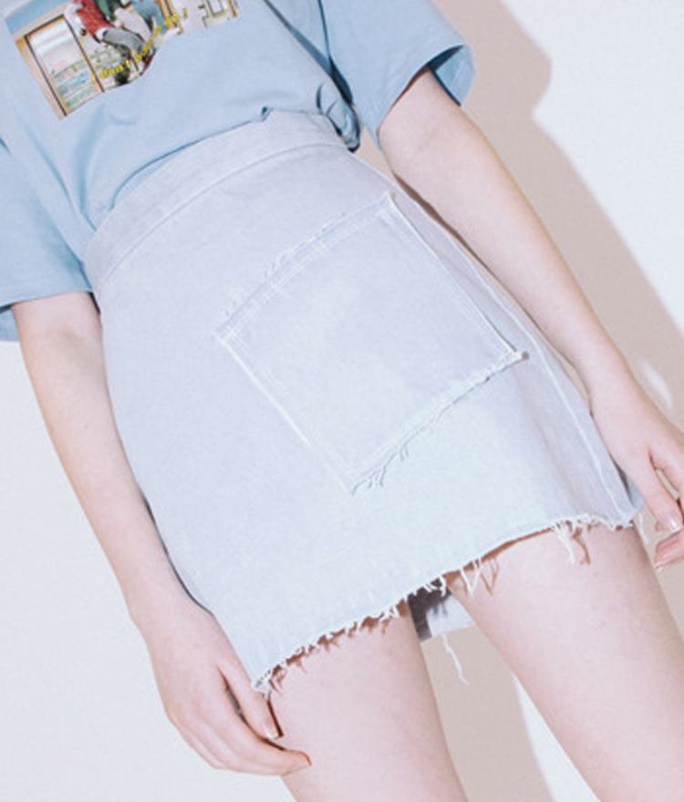 HIDE AND SEEKFrayed One Pocket Denim Skirt
