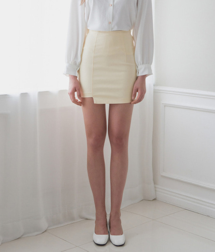 ROMANTIC MUSEAsymmetrical Hem Mini Skirt