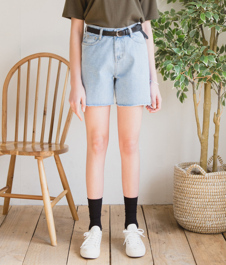 ESSAYRaw Hem Cotton Denim Shorts