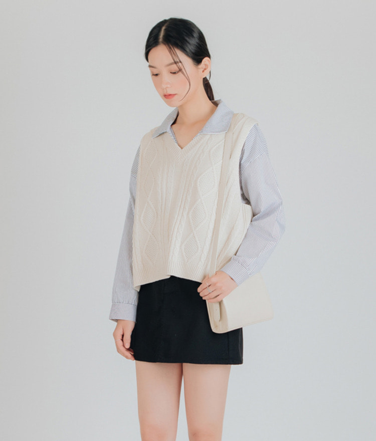 ESSAYV-Neck Cable Knit Vest