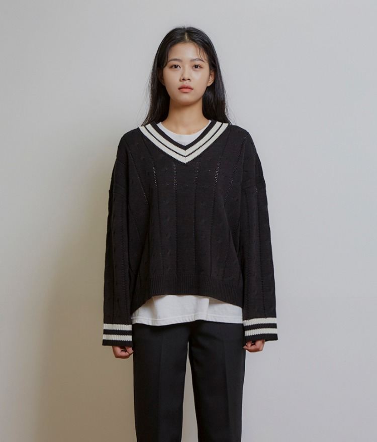 ESSAYContrast V-Neck Loose Fit Knit Top