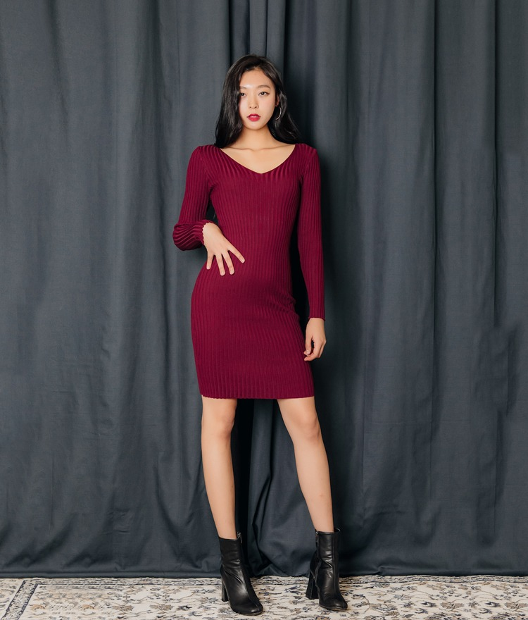 QUIETLABDeep V-Neck Ribbed Dress