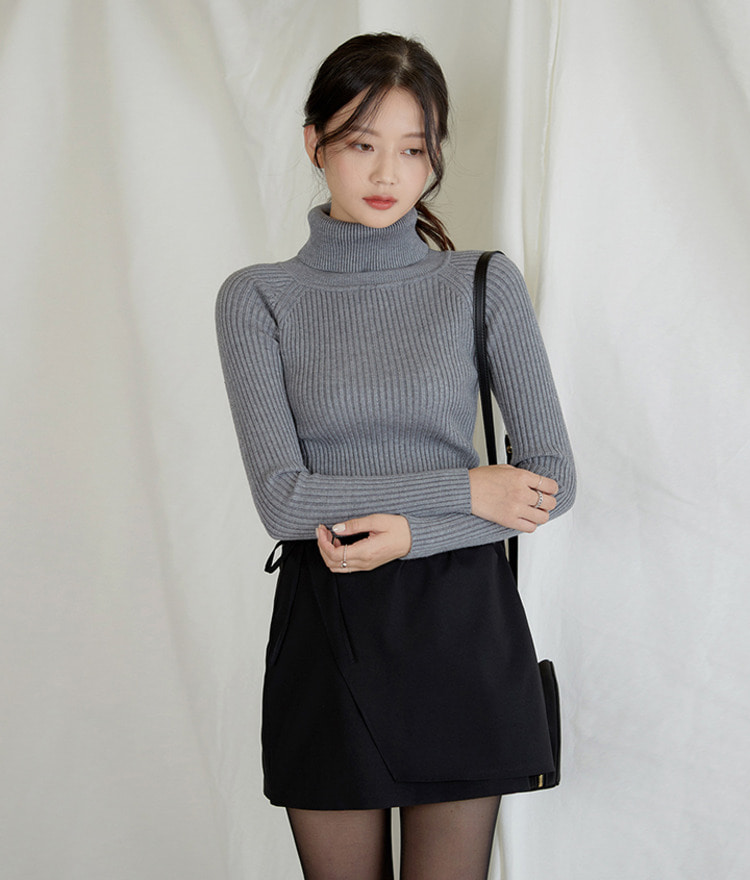 ESSAYSlim Fit Turtleneck Knit Top