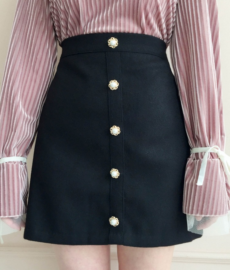 ROMANTIC MUSEFaux Pearl Button A-Line Mini Skirt