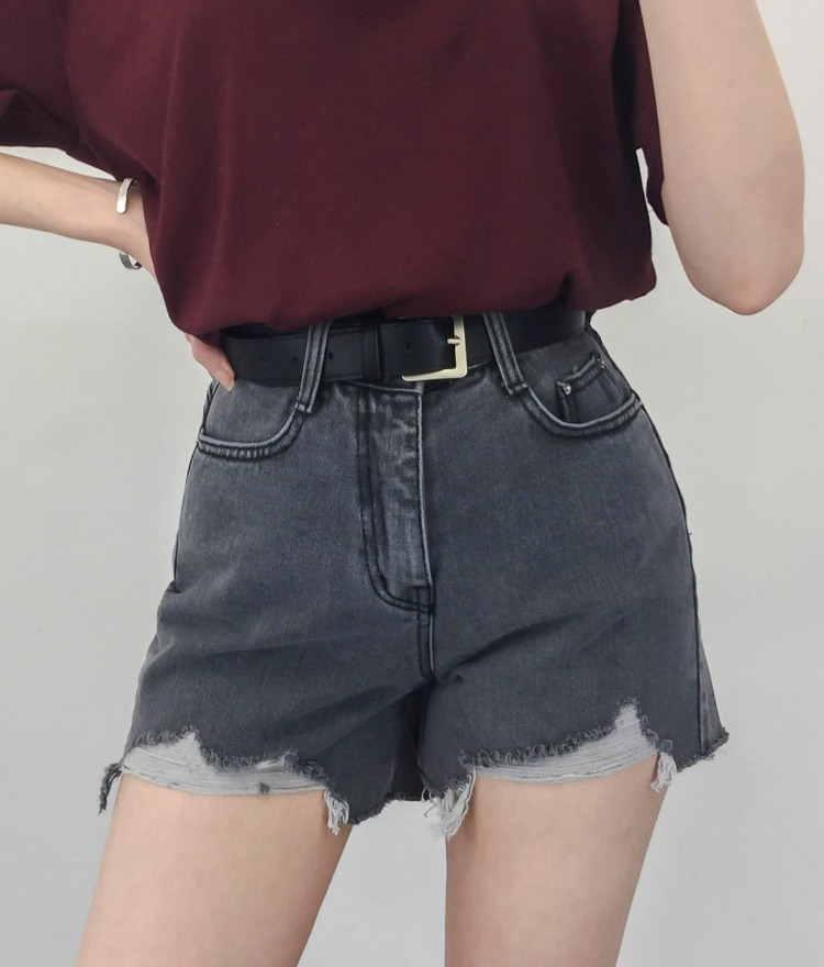 QUIETLABDistressed Hem Black Shorts
