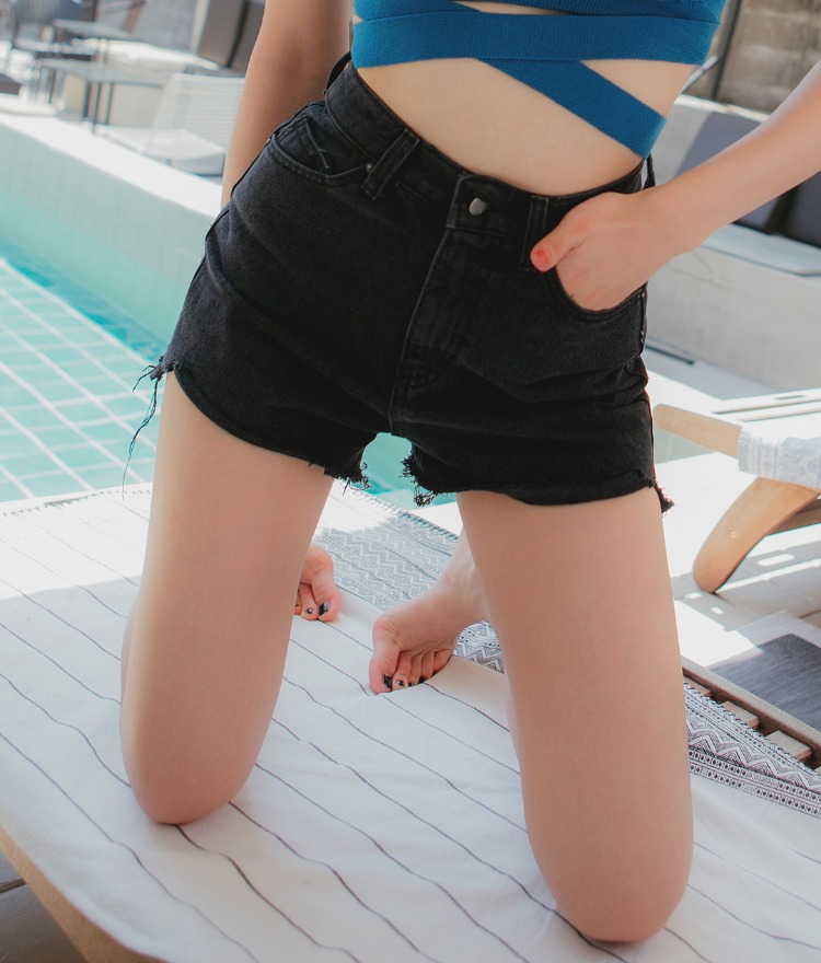 QUIETLABHigh Waist Black Shorts
