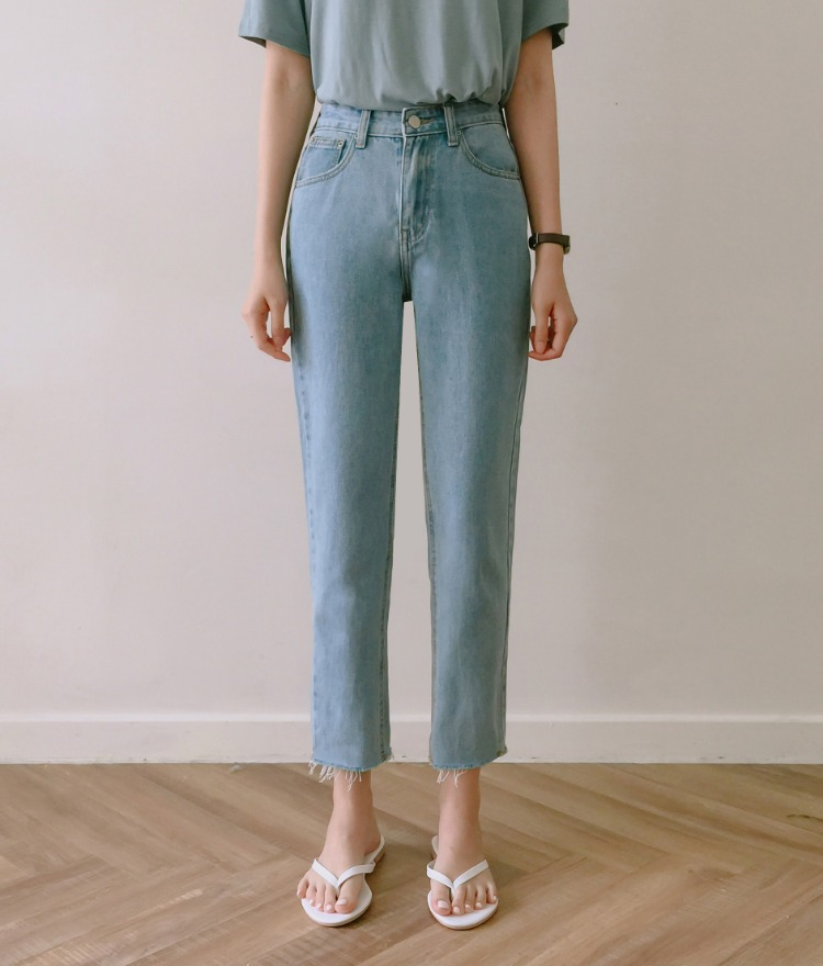 ESSAYFrayed Hem Cropped Denim Pants