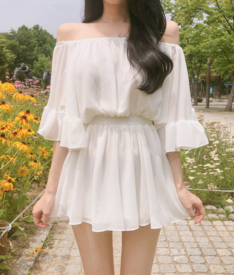 ROMANTIC MUSEOff-Shoulder Shirred Waist Mini Dress