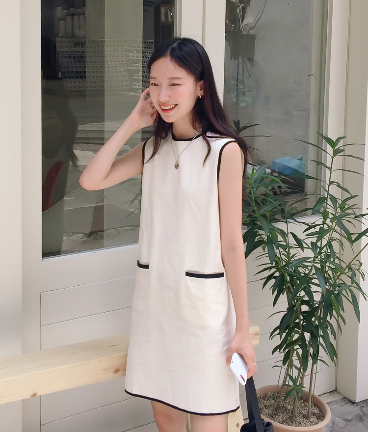 ESSAYContrast Trim Sleeveless Shift Dress