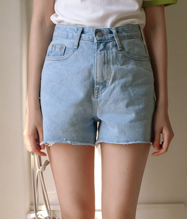 ESSAYRaw Hem Light Blue Denim Shorts