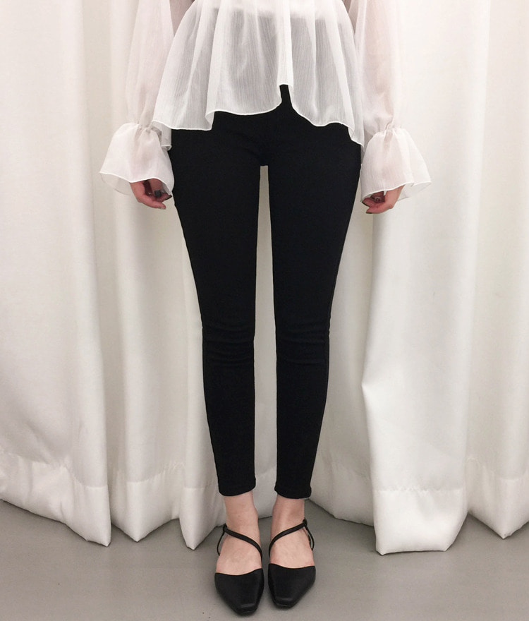 ROMANTIC MUSEBasic Black Skinny Pants