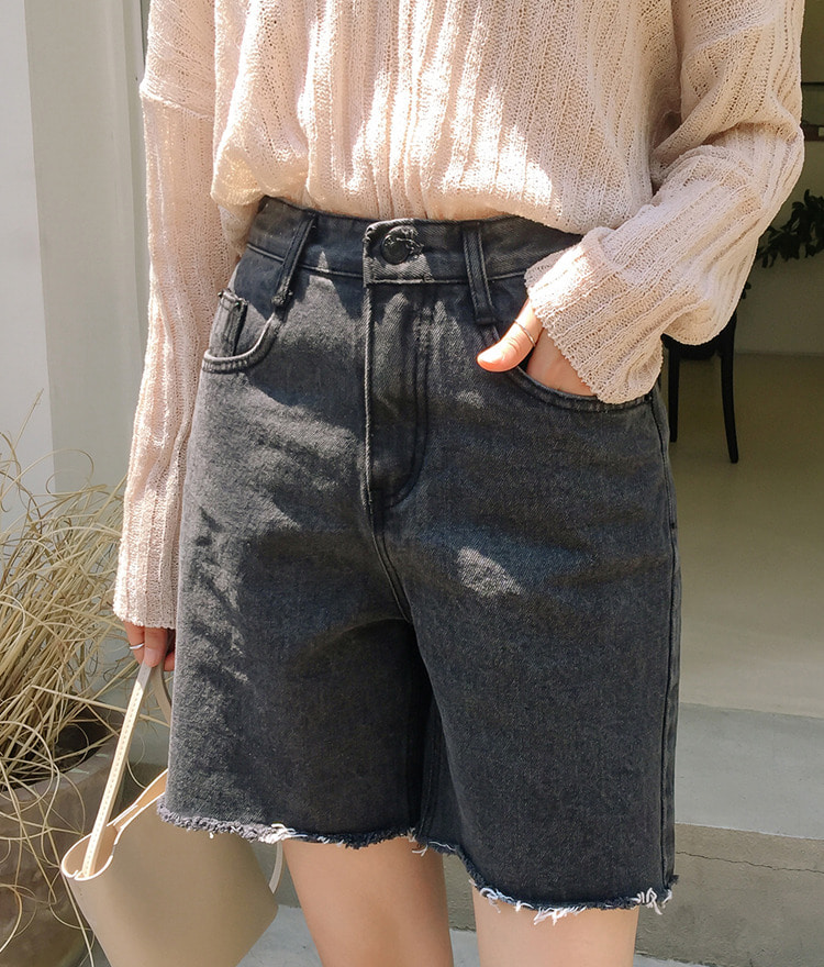 ESSAYFrayed Hem Black Denim Shorts
