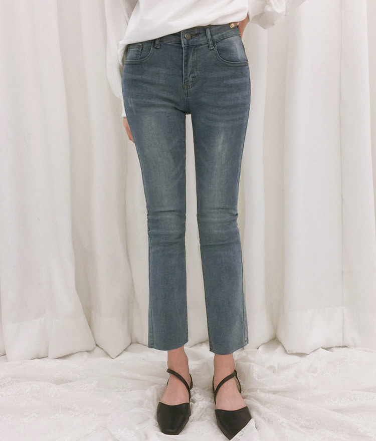 ROMANTIC MUSEStraight Cut Mid-Rise Pants