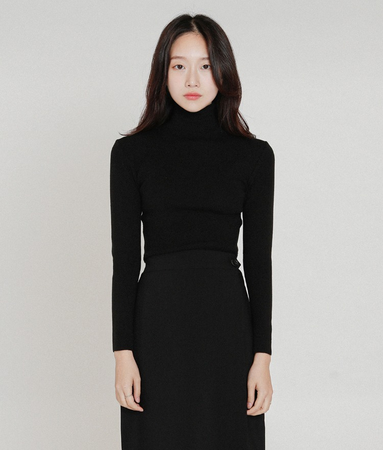 ESSAYDipped Hem Slim Fit Turtleneck Top