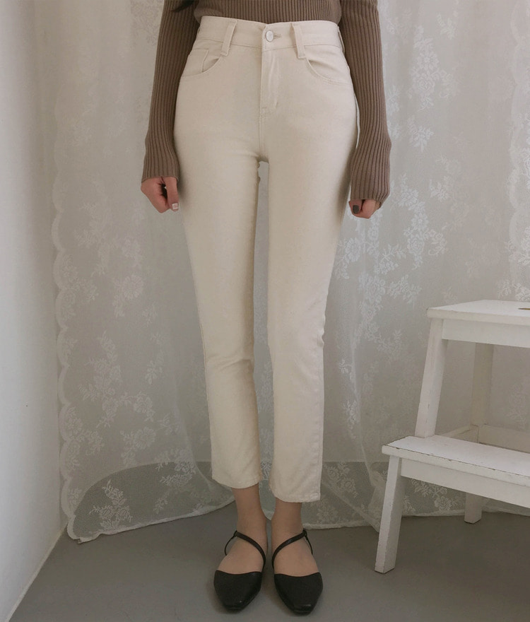 ROMANTIC MUSECream Straight Cut Pants
