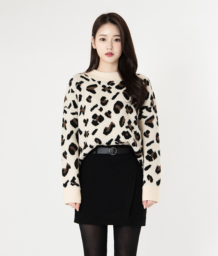 ROMANTIC MUSELoose Leopard Pattern Knit Top