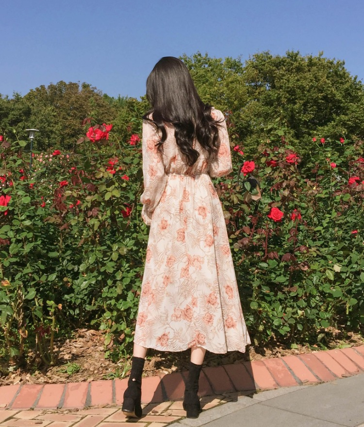 ROMANTIC MUSETie-Neck Elastic Waist Floral Dress