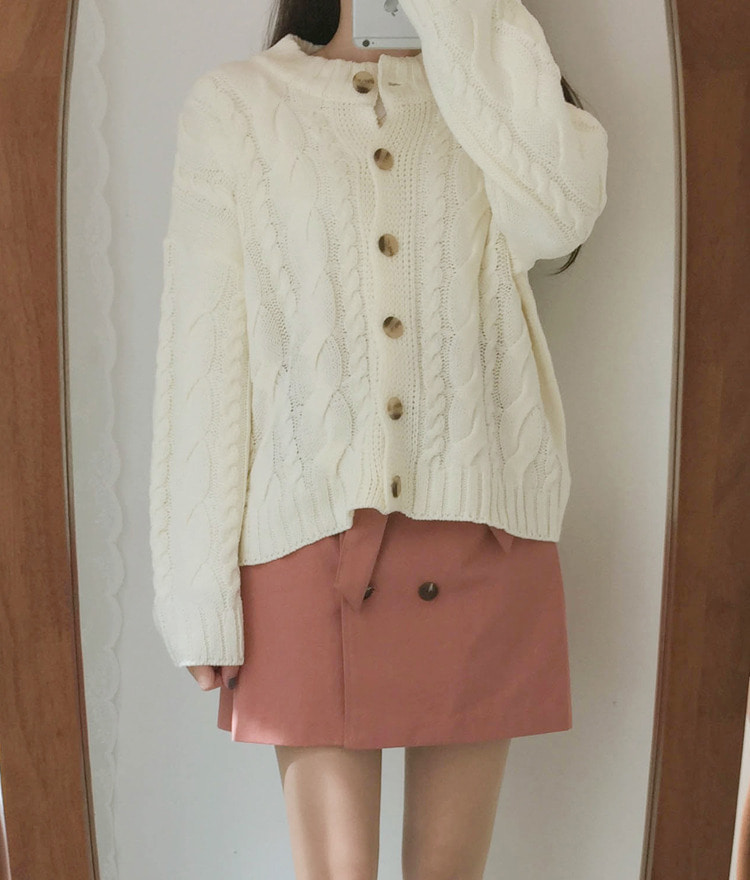 ROMANTIC MUSESolid Tone Cable Knit Cardigan
