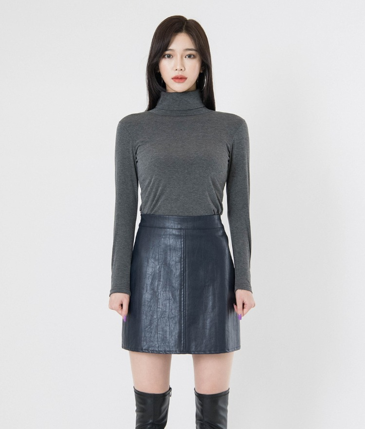 QUIETLABLong Sleeve Turtleneck T-Shirt