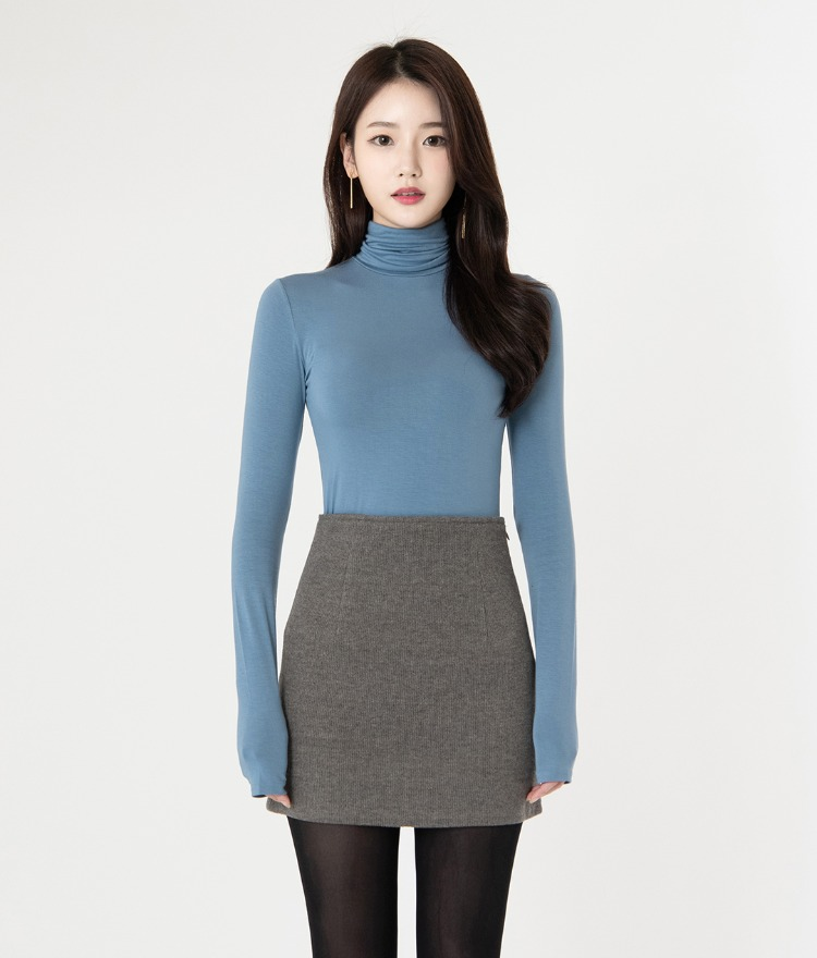 ROMANTIC MUSESingle Tone Slim Turtleneck Top