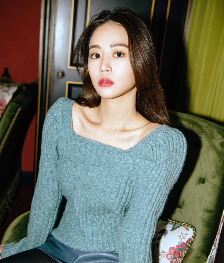Square Neck Puffed Sleeve Knit Top