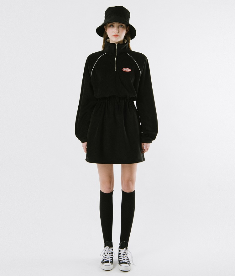 UNTITLE8  Black High Neck Dress