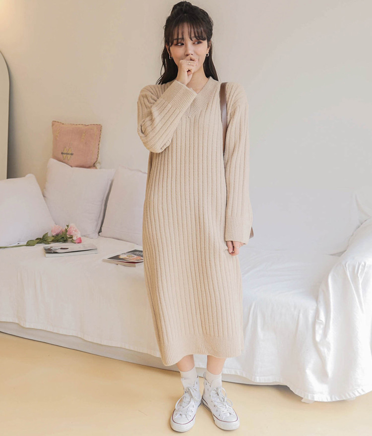 ESSAYV-Neck Ribbed Knit Long Dress