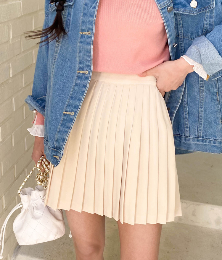 ROMANTIC MUSESolid Tone Pleated Mini Skirt
