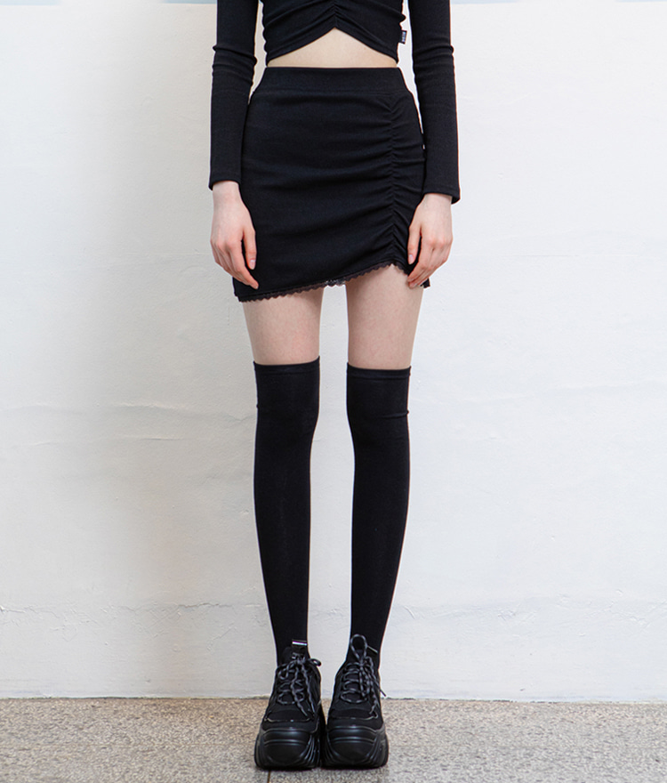 HIDELace-Trimmed Hem Black Mini Skirt