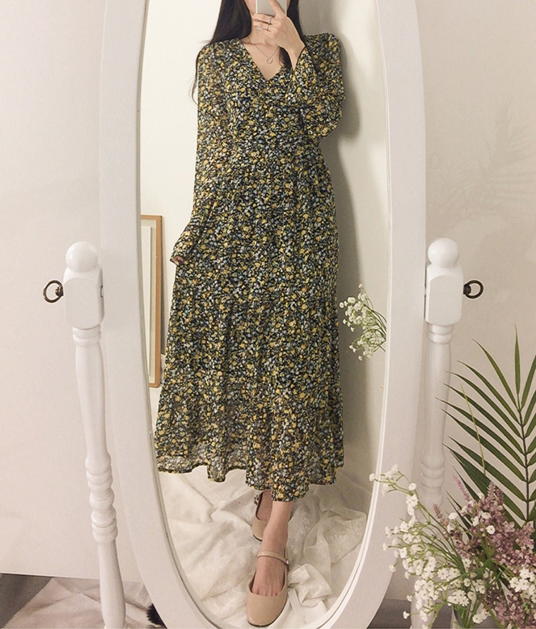 ROMANTIC MUSESurplice Neck Ditsy Floral Dress