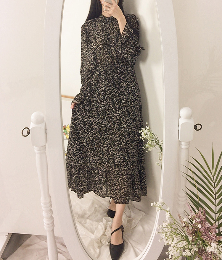ROMANTIC MUSEMock Neck Ditsy Floral Dress