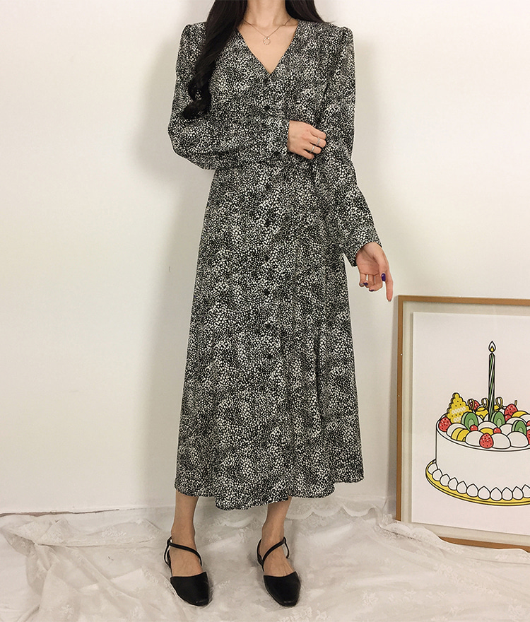 ROMANTIC MUSEButton-Front V-Neck Long Dress