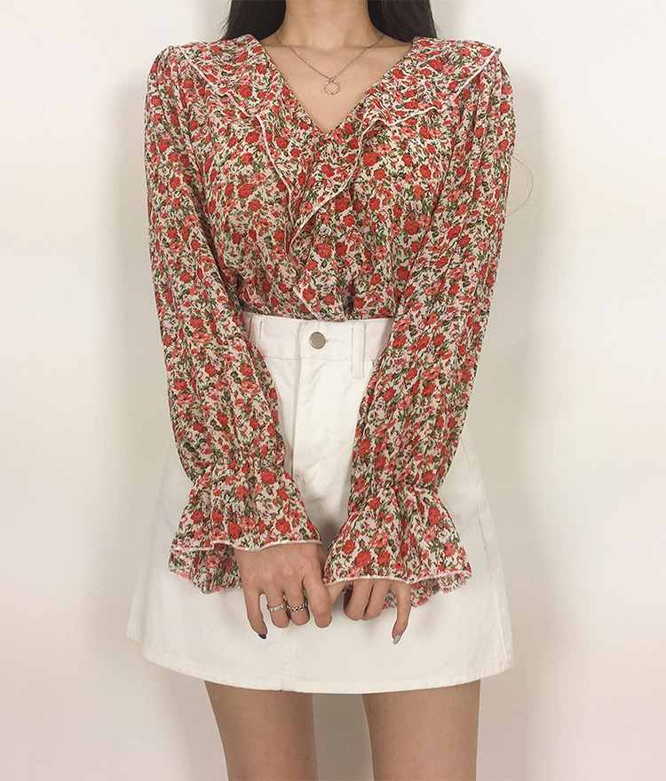 ROMANTIC MUSEDitsy Floral Frill Accent Blouse