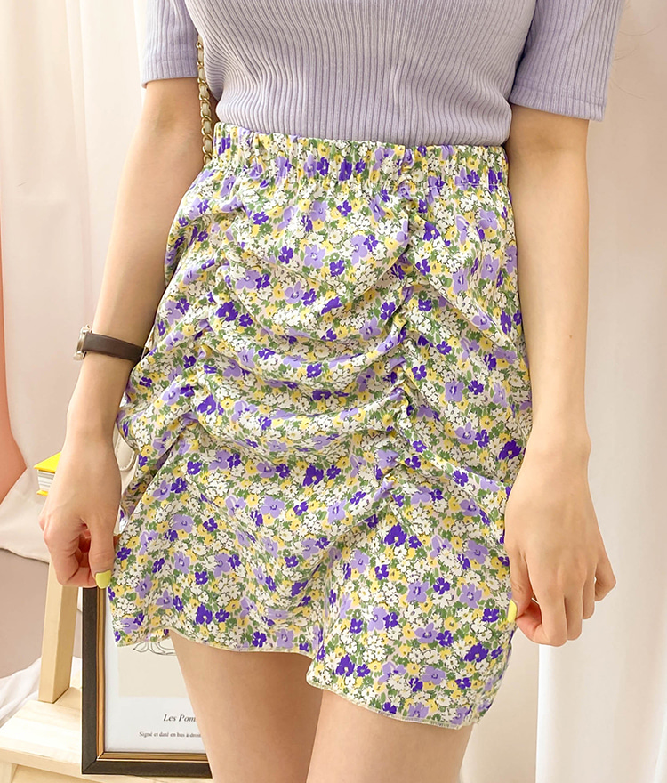 ROMANTIC MUSERuched Floral Mini Skirt