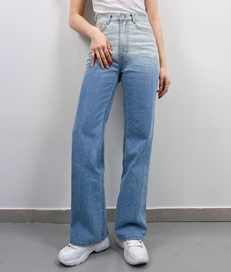 QUIETLABGradient Loose Fit Jeans