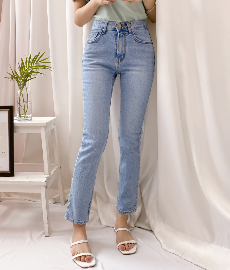 ROMANTIC MUSEFaded Wash Blue Jeans