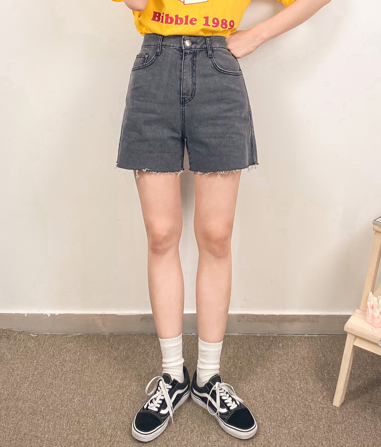 NEVERM!NDRaw Hem Straight Leg Denim Shorts