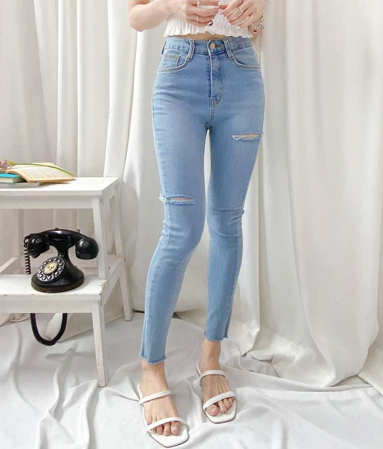 ROMANTIC MUSESlit Accent Skinny Denim Pants