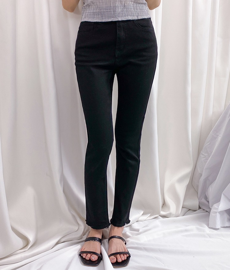 ROMANTIC MUSEFrayed Hem Ankle-Grazer Pants