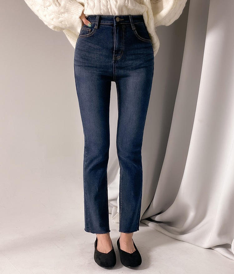 ROMANTIC MUSEFleece-Lined Dark Blue Washed Jeans